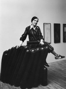 ted-thai-louise-bourgeois-with-her-sculpture-femme-maison-at-the-museum-of-modern-art